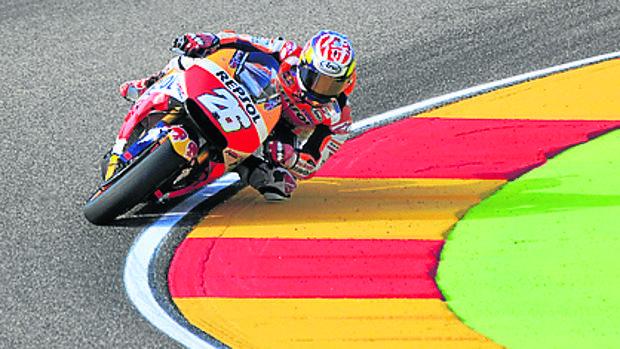 Los colores de la bandera de Aragón, en el asfalto de Motorland, empresa pública controlada por el Gobierno aragonés y participada por la Diputación de Teruel y el Ayuntamiento de Alcañiz