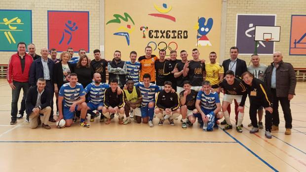 Foto de los equipos que disputaron el partido este lunes