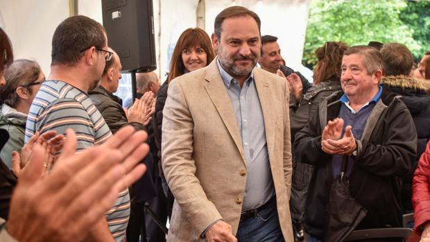 El ministro de Fomento en funciones y secretario de Organización del PSOE, José Luis Ábalos (c)