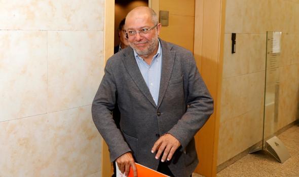 Francisco Igea sale de la reunión con el PP celebrada en las Cortes