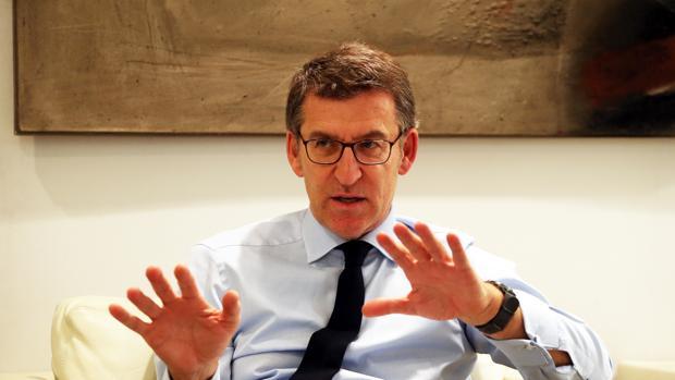 El presidente de la Xunta de Galicia, Alberto Núñez Feijóo, durante una entre vista con ABC