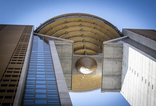 La zona superior con forma de «diamante», objeto del bulo por la supuesta falta de ascensores para alcanzarla