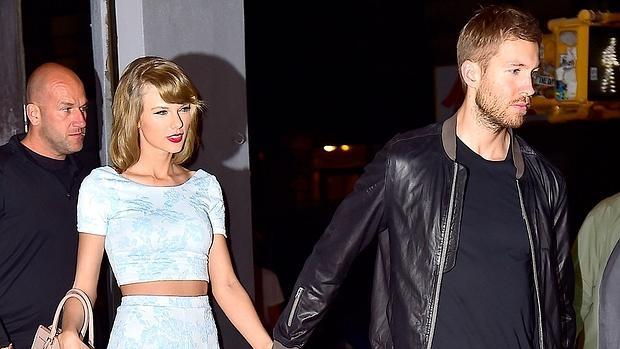 Calvin junto a su pareja la cantante Taylor Swift