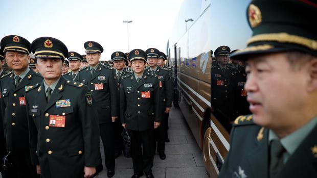 Militares en la plaza de Tiananmen