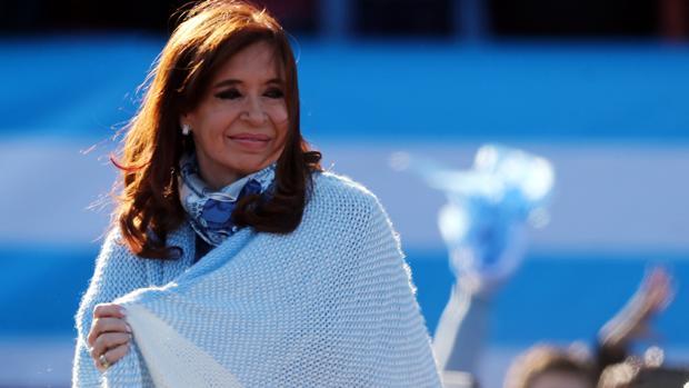 La expresidenta argentina envuelta con los colores de la bandera nacional