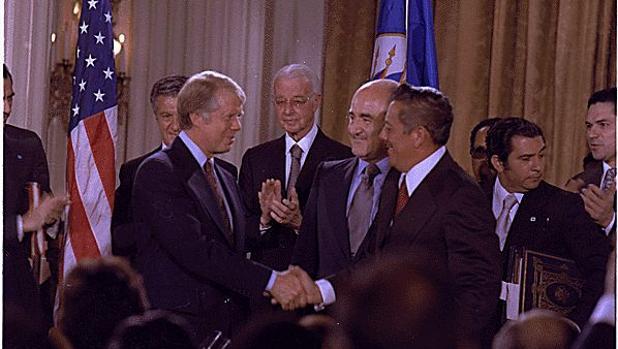 Carter y Torrijos en 1977, en la firma de los tratados que devolvían a Panamá la soberanía sobre el istmo