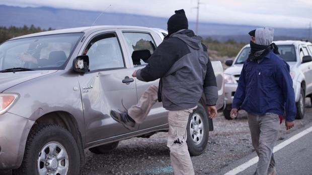 Incidentes tras el hallazgo de un cuerpo en aguas del río Chubut, a la llegada del secretario de Derechos Humanos de la Nación, Claudio Avruj, este martes