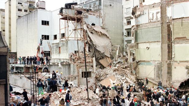 Estado en el que quedaron las instalaciones de AMIA en Buenos Aires tras el atentado de 1994