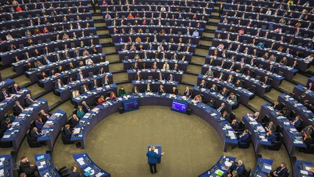 Angela Merkel propuso poner en marcha un ejército europeo común que complemente el trabajo de la OTAN
