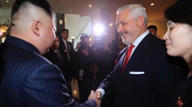 El malagueño Guillermo Pantoja dio ayer la bienvenida personal a Kim Jong-un al Hotel Meliá de Hanoi