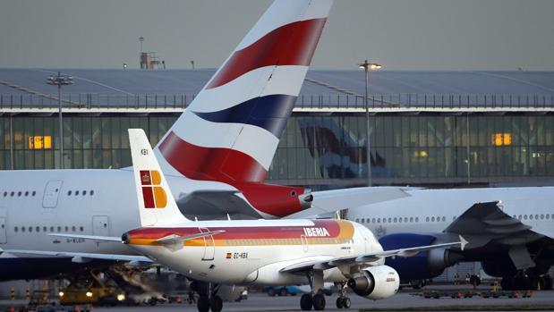 Aviones de Iberia y British Airways en el aeropuerto londinense de Heathrow