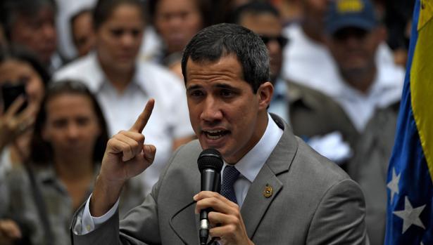 El presidente interino Guaidó, en el acto en Caracas para exigir la liberación de Requesens
