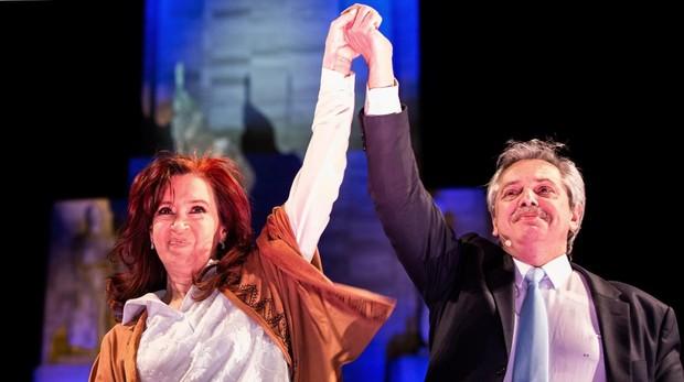 Alberto Fernández vota durante las elecciones primarias.