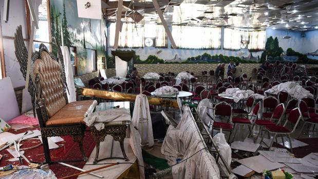 Estado en que quedó el salón de bodas de Kabul tras el atentado