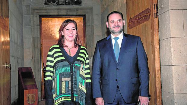 Francina Armengol junto a José Luis Ábalos
