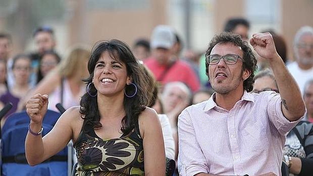 Teresa Rodríguez-Rubio y Kichi durante un mitin