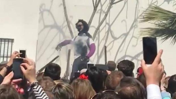 En la tradicional quema de Judas de este año la protagonista fue Ana Julia Quezada