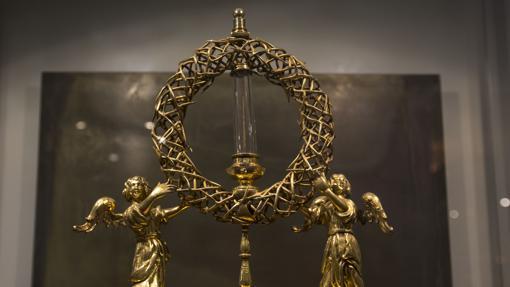 Relicario con la espina de la corona de Cristo.