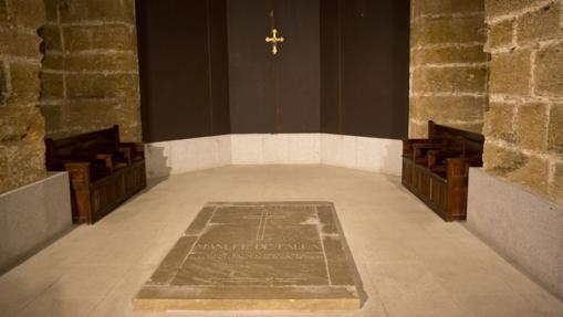 la tumba de Manuel de Falla se encuentra en el panteón de la Catedral de Cádiz.