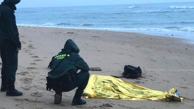 El cuerpo de un inmigrante, encontrado en los Caños.