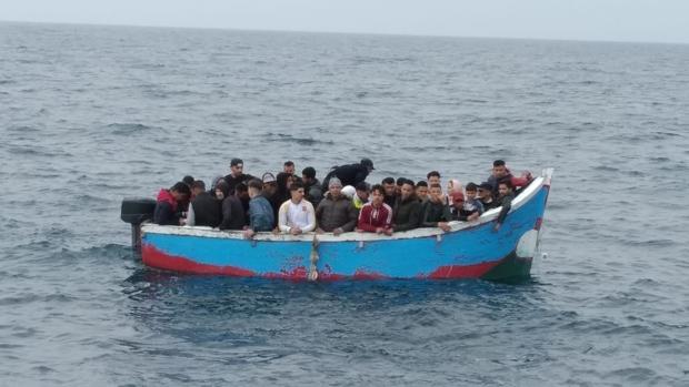 Foto de archivo de migrantes rescatados en el mar.