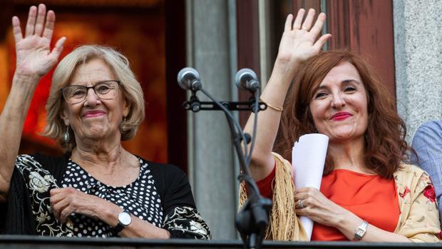 Manuela Carmena y la gaditana Elvira Lindo