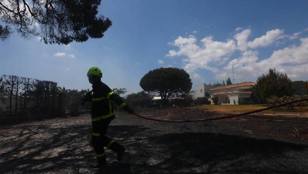 Varias viviendas se salvaron por metros de ser devoradas por el fuego