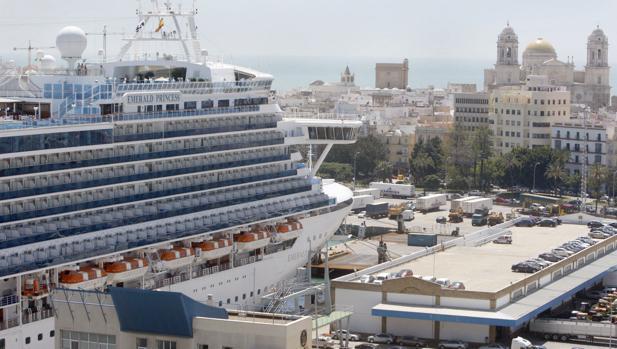 Estos son los cruceros más lujosos que llegarán a Cádiz en 2019.