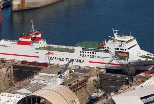 Ferry de Transmediterránea que podría adaptarse a las necesidades militares