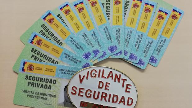 Las tarjetas de identidad de los vigilantes de seguridad.