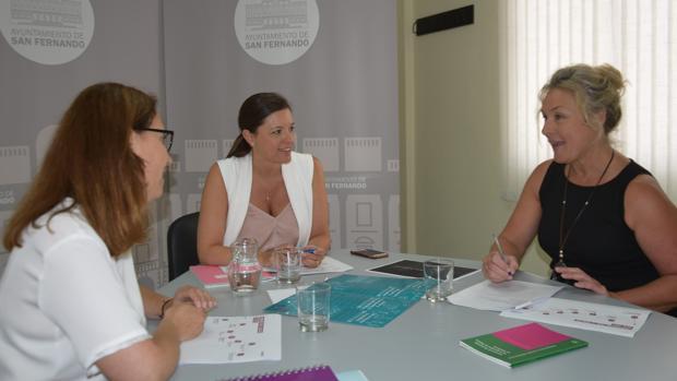 Reunión del Consistorio apra trata temas del área de Mujer.