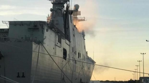 Las humo era perceptible en la cubierta del 'Juan Carlos I'