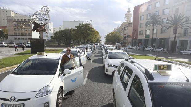 Taxistas gaditanos durante una manifestación