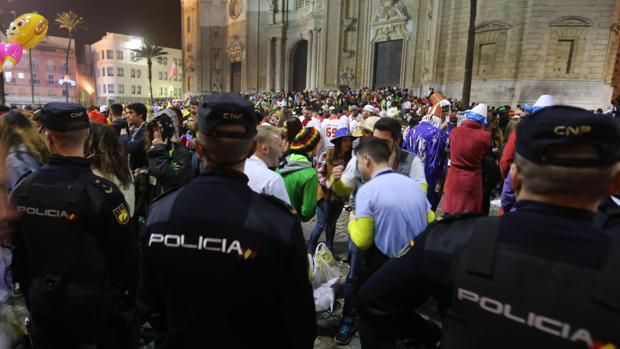 Agentes de la Policía, durante un operativo en Carnaval.