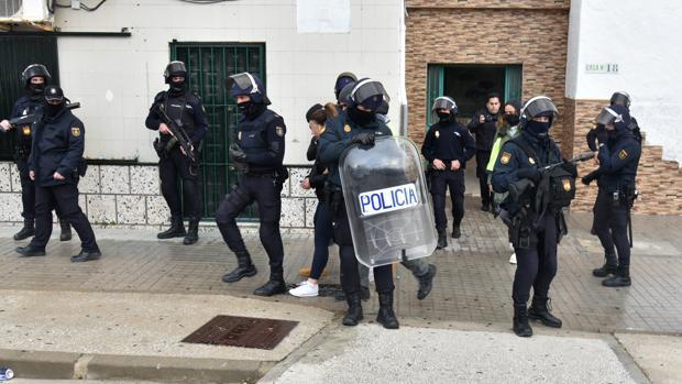 Operación antidroga el pasado mes de enero en la barriada El Saladillo de Algeciras.