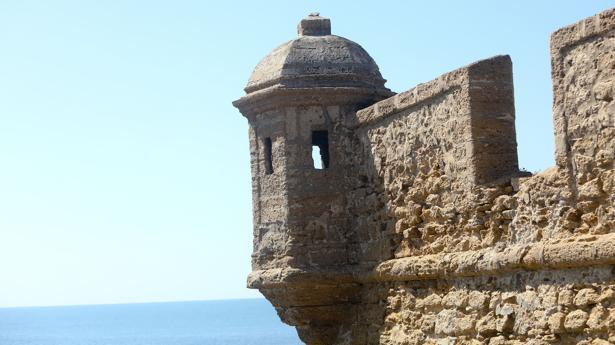 Un detalle del castillo de San Sebastián.