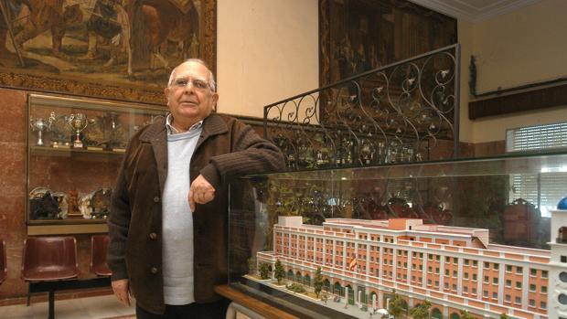 El padre Luis Castro, todo un símbolo en el colegio San Felipe Neri.