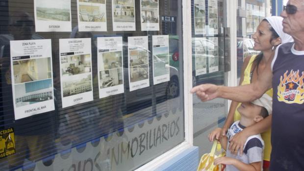El precio de las viviendas libres en Cádiz ha sufrido un pequeño frenazo.