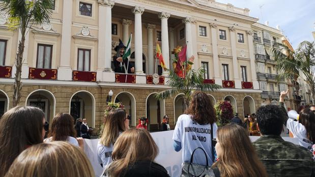 Imagen de archivo de una de las protestas de las informadoras turísticas.