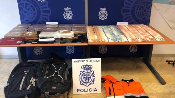 Droga y dinero incautados en la operación policial.