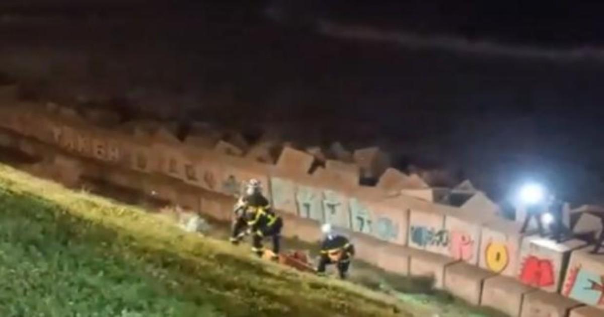 cadiz bomberos surfero kdqH 1200x630@abc