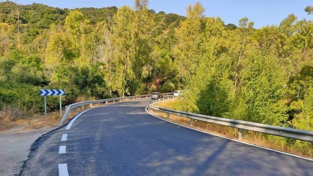 La Junta refuerza el firme en la carretera A-373R1 para mejorar la seguridad vial de los accesos a Prado del Rey
