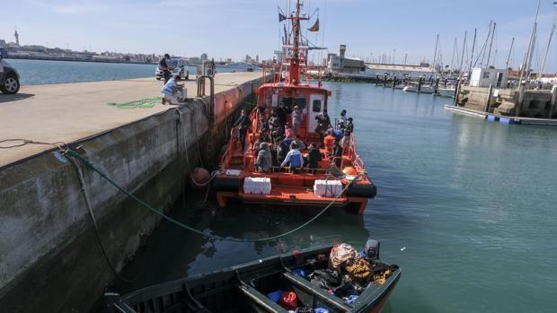 Rescatadas nueve personas de una patera al oeste de Cabo Roche