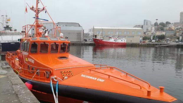 Trasladan al puerto de Algeciras a cuatro migrantes rescatados de una patera cerca de Barbate