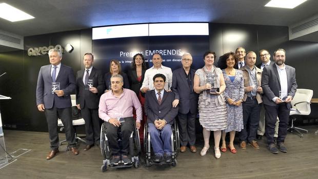 Foto de familia de los premiados por la Fundación Ayesa