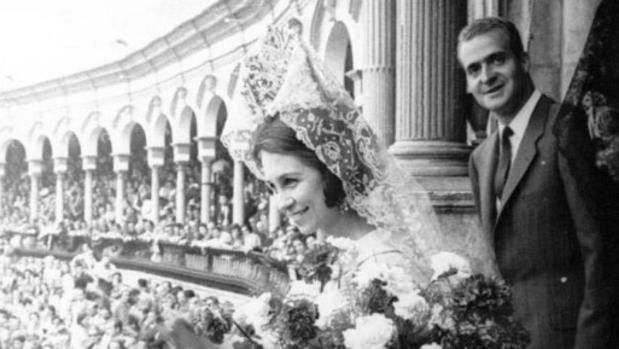Los Reyes en el Palco de la Plaza de Toros de la Real Maestranza en 1969