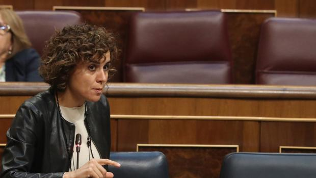 La ministra de Sanidad, Dolors Montserrat, esta manaña en la sesión de control al Gobierno en el Congreso
