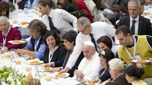 El Papa Francisco comiendo ñoquis
