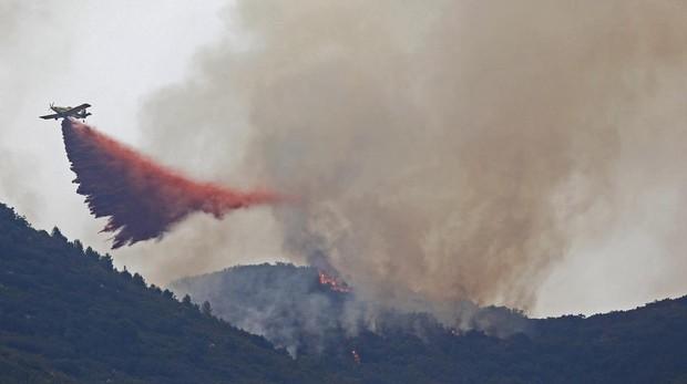 Las llamas destruyeron una docena de viviendas y hay 40 afectados en total