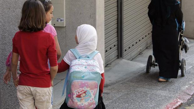 La Generalitat lanza este programa pìloto, invocando a la multiculturalidad de la ciudad